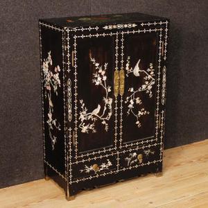 Credenza cinese in legno laccato e dipinto