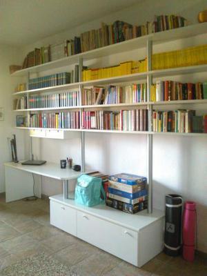 Libreria con scrivania e porta pc incorporato | Posot Class