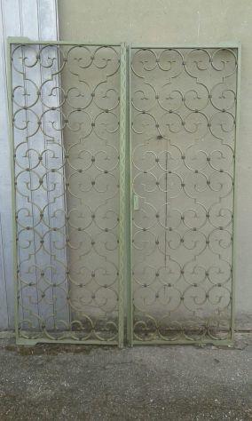 Antico cancelletto in ferro battuto dipinto verde acqua anni