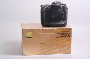 Fotocamera digitale reflex nikon d2xs. solo corpo