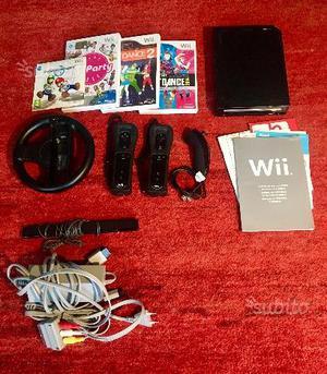 Console wii + 2 controller e accessori + 4 giochi