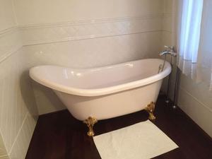 Vasca da bagno Deco, rubinetteria da terra