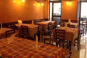 Set Tavolo e sedie per ristorazione prezzo fabbrica