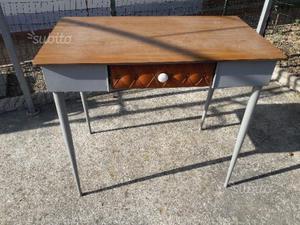 Tavolino in legno e metallo, con cassetto in pelle
