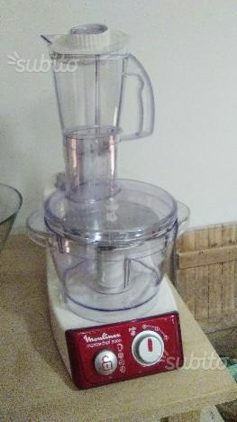 Robot da cucina con accessori praticamente nuovo