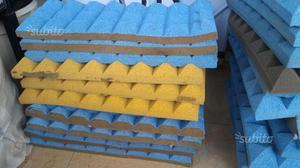 3 Pannelli fonoassorbenti piramidali 50x25x5 cm
