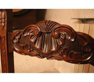 Sedia antica in legno pregiato intagliato