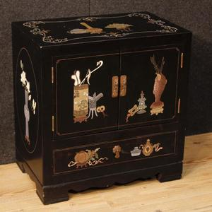Comodino francese in legno laccato e dipinto a cineseria