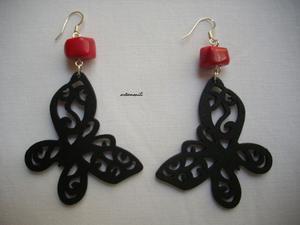 Orecchini con barilotti in Corallo bamboo rosso e farfalle