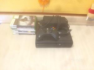 Xbox 360 slim accessoriata con 8 giochi