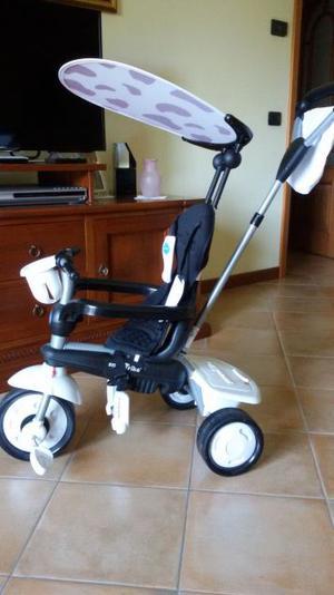 vendo triciclo a pedali e spinta colore bianco e nero