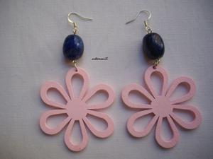 Orecchini con Lapislazzulo a sassi e fiore con petali in