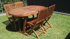 Tavolo in legno completo di 4 sedie