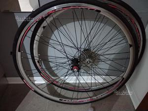 Cerchi bici da corsa Moena Pro gommati