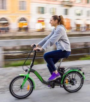 Bici con pedalata assistita con telaio pieghevole