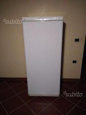 Congelatore verticale AEG con 5 cassetti