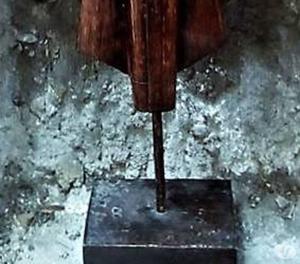 Buddha in piedi, antica scultura in legno