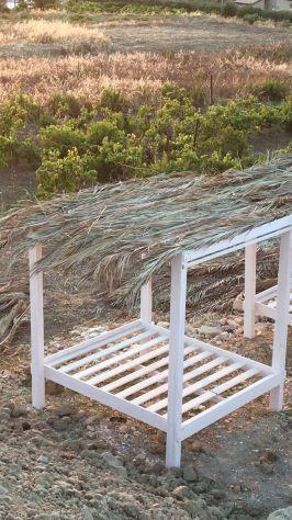 Letti a baldacchino in legno per spiagge e ville