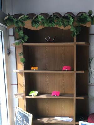 mobile a giorno con ripiani in legno