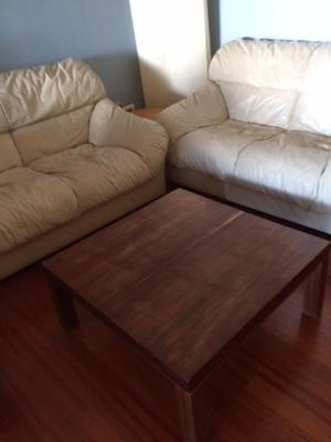 Salotto composto da due divani pelle da due posti,