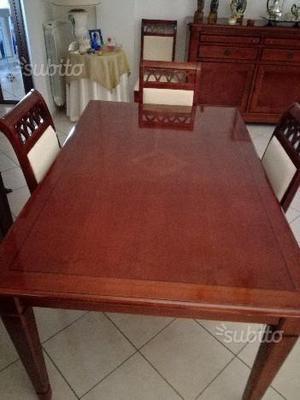 Tavolo e 4 sedie per camera da pranzo