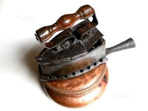 Antico ferro da stiro a carbonella e bracere