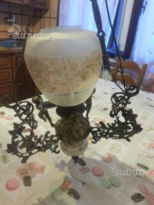 Lampadario antico in ferro battuto e vetro