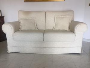 Due divani tessuto panna