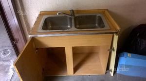 Lavello completo di rubinetto e sottolavello