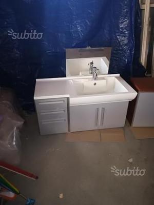 Mobile bagno sospeso usato