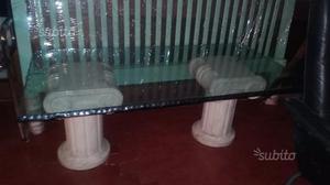 Tavolo in vetro con colonnine in pietra