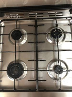 Cucina a gas forno elettrico 4 fuochi