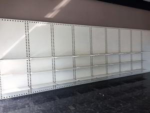 Scaffale a parete in metallo con 24 ripiani