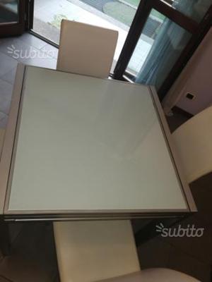 Tavolo allungabile con sedie omaggio in pelle