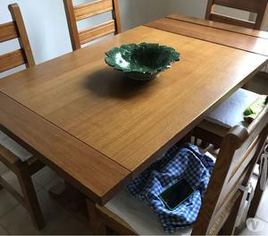 Tavolo in rovere massiccio con sei sedie