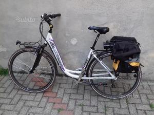 Bici con pedalata assistita elettrica
