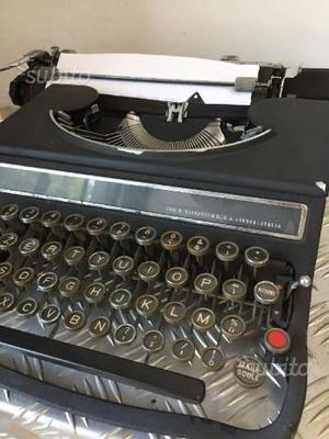 Macchina da scrivere Olivetti Ivrea