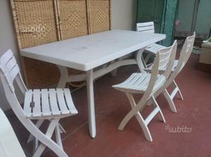 Tavolo con 4 sedie da giardino