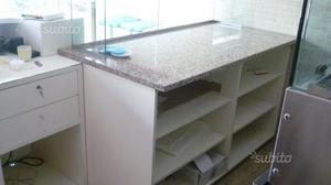 Banco con vetrin xpizza con marmo banco cassa