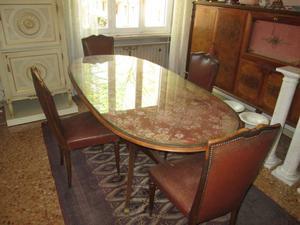 Tavolo Ovale con Sedie