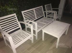 Tavolo con 8 sedie e salotto da giardino
