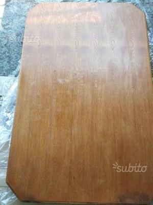 Tavolo da cucina in legno di noce