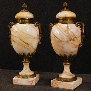 Coppia di vasi francesi in marmo e bronzo