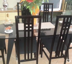 Tavolo da soggiorno con sedie