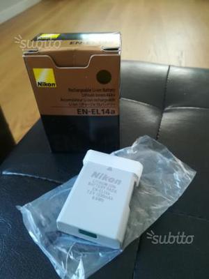 Batteria Nikon EN EL14 a tracolla