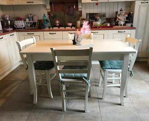 Tavolo da pranzo in legno bianco