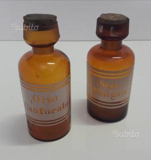 Bottiglie da farmacia con marchio a fuoco