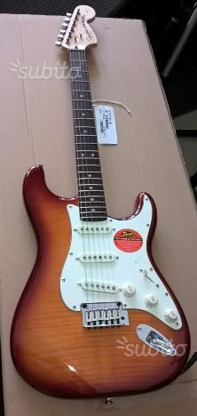 Squier by Fender Stratocaster Standard top fiammat