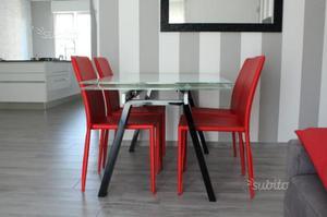 Tavolo in vetro satinato bianco allungabile
