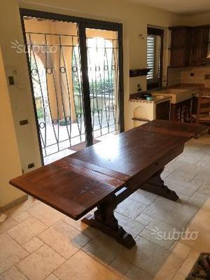 Tavolo e sedie in massello